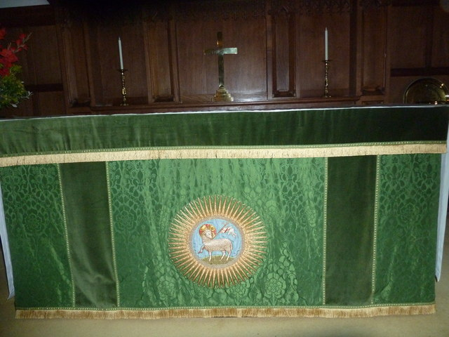 St Aldhelm, Bishopstrow: altar