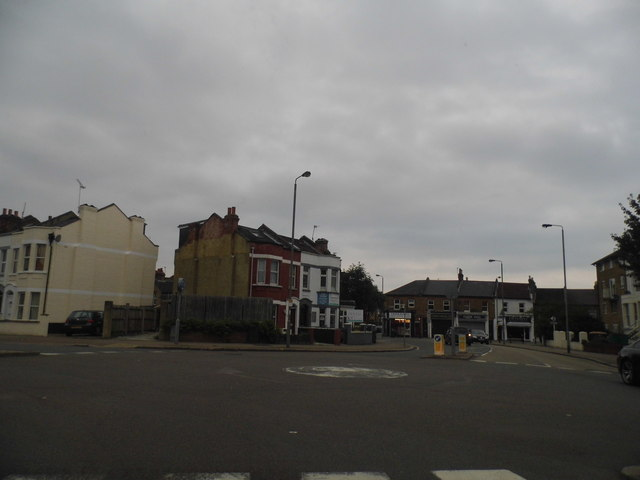 Mini roundabout on Garratt Lane
