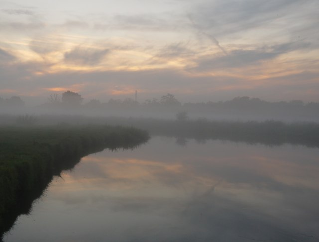 Evening mist over the Wey Navigation (2)