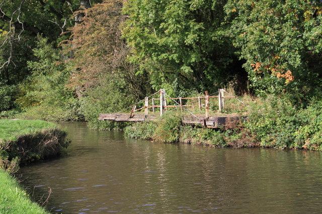 Derelict swing bridge (no 45), Leeds and Liverpool canal