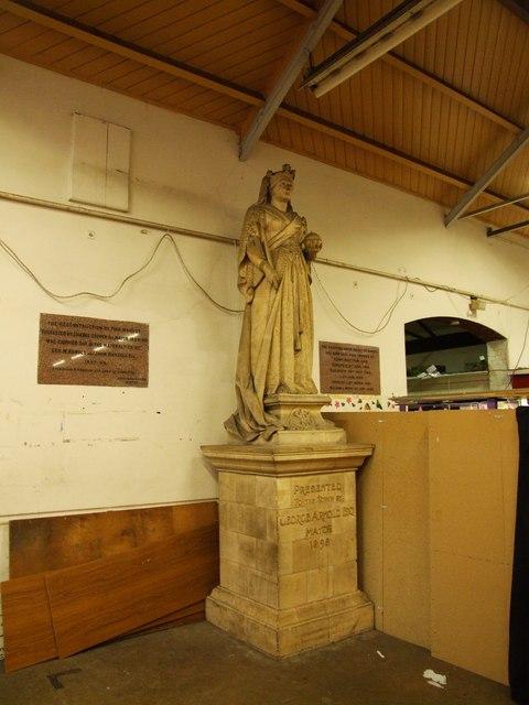 Statue of Queen Victoria, Gravesend Market