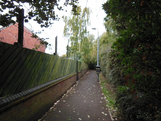 A path leading to Wentworth Way, Hull