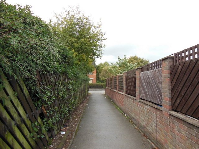 Path leading to Ripon Way, Hull