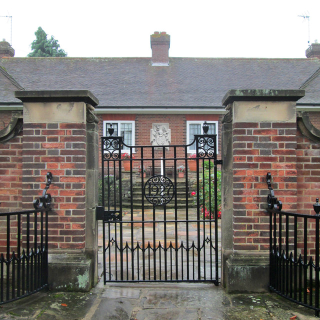 Edwalton: the gate of the Hind Almshouses