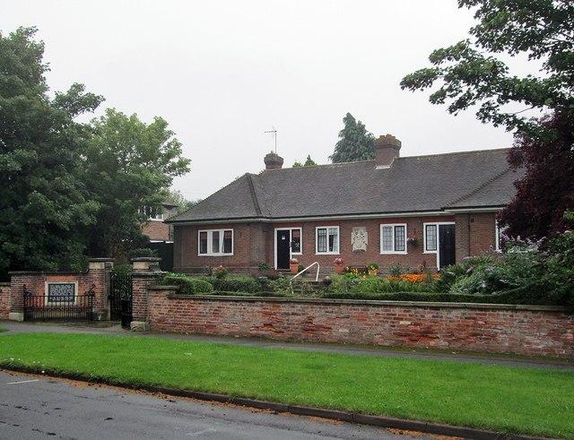 Edwalton: the Hind Almshouses