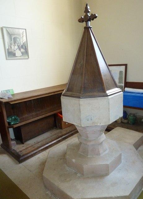 St Andrew, Todber: font