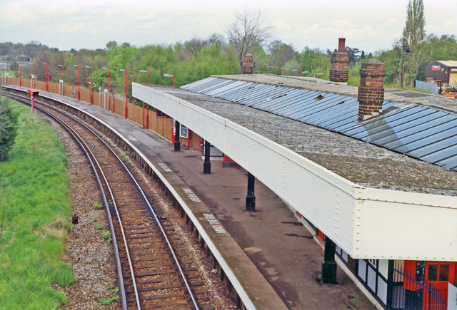 Hinchley Wood station, Up platform