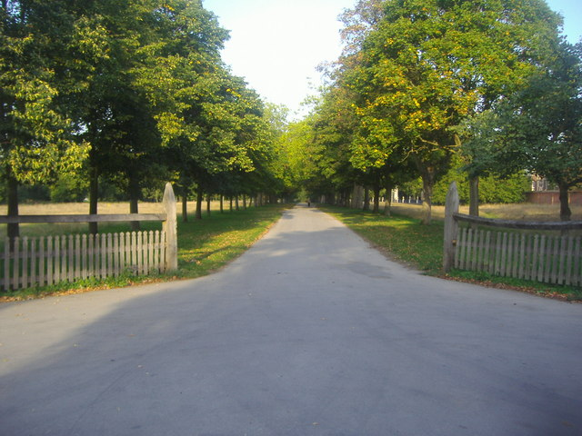 The entrance to Ham House grounds