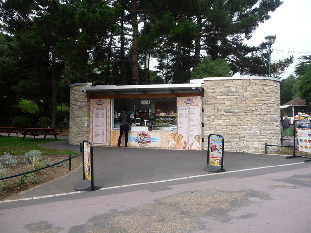 Bournemouth: new refreshment kiosk in the Gardens