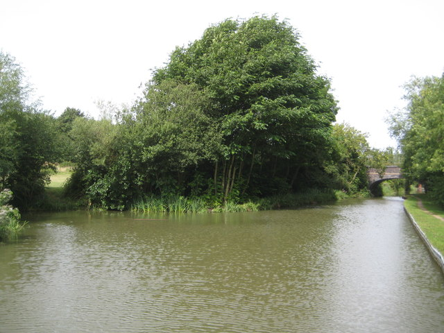 Grand Union Canal: Campbell Park Winding Hole