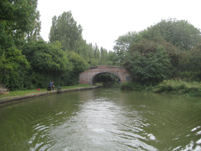 Grand Union Canal: Bridge Number 83 & Woolstone Winding Hole