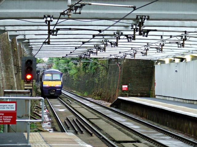 Train approaching Dalmarnock station