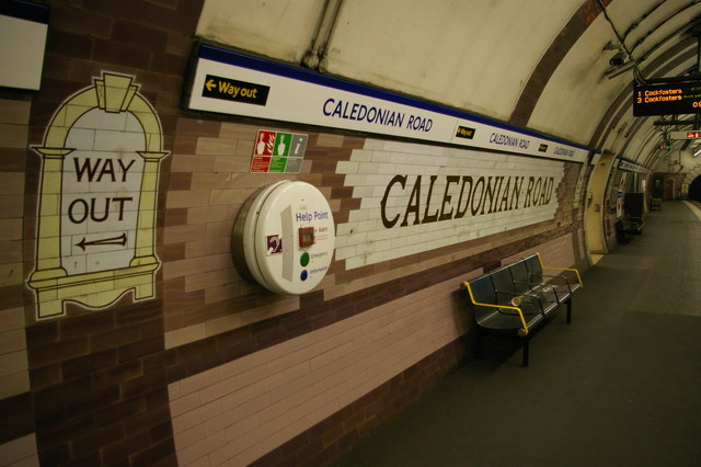 Caledonian Road underground station: signage on the northbound platform