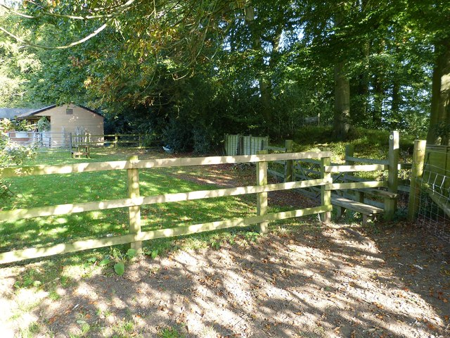 Cholesbury Camp (12) - Paddock at southern point