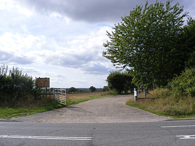Field entrance & farm track to Arminghall Lane