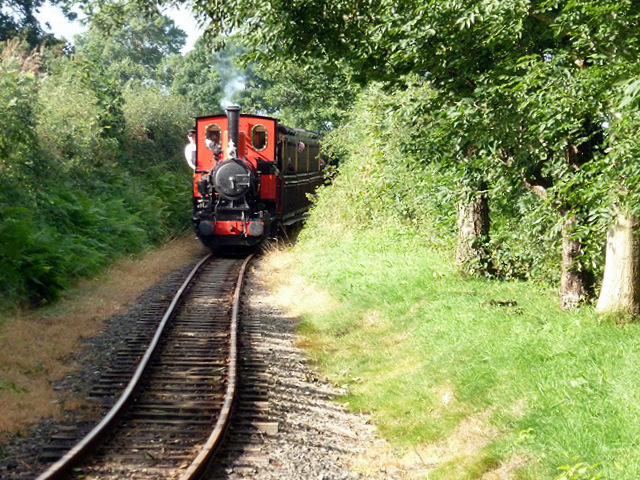 The first train of the day approaching Rhyd-yr-onen station, Talyllyn Railway