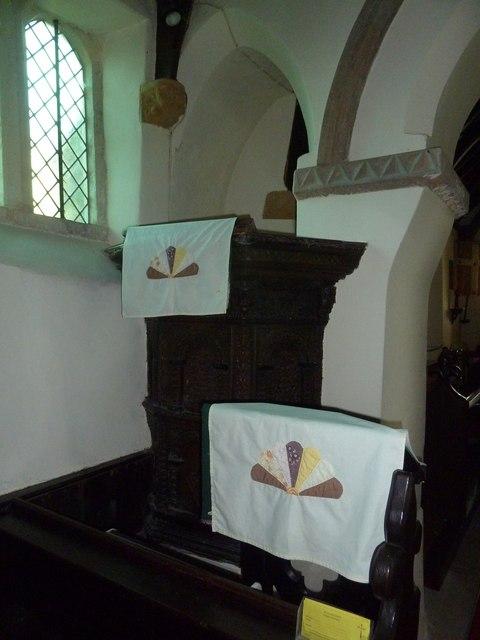 Frome Vauchurch Parish Church: pulpit