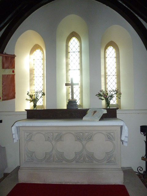 Frome Vauchurch Parish Church: altar