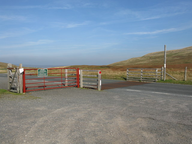 Cattle Grid and Gate on Cliff Gate Road