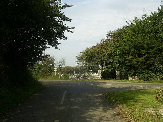 Minor road junction near Llanddinog