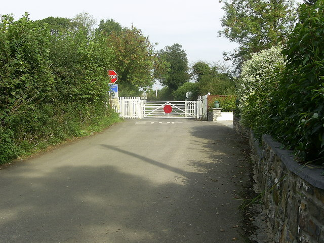Level crossing near Pwll-Trap