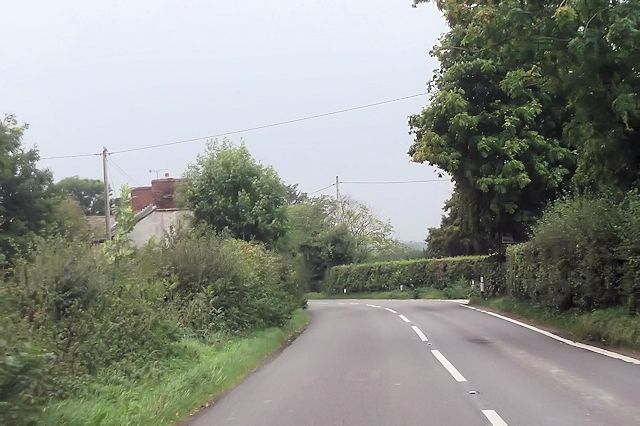 Approaching Plough House Farm on B4386
