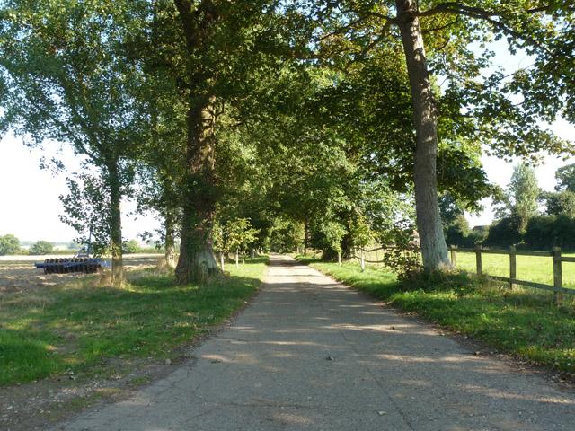 Drive to Manor Farm