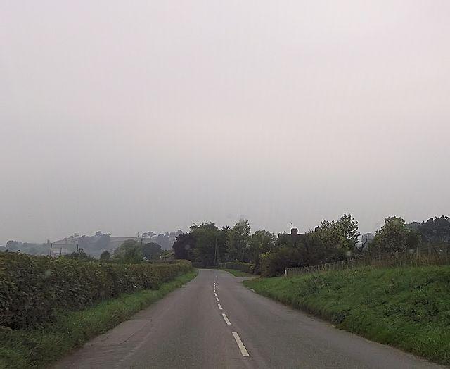 Approaching entrance to Llwynyrhedydd