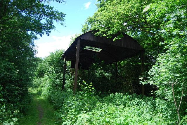 Derelict barn, Rye Green Farm