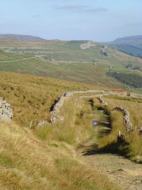 Walled lane above Thwaite
