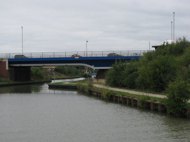 A430 crosses the Gloucester-Sheerness Canal