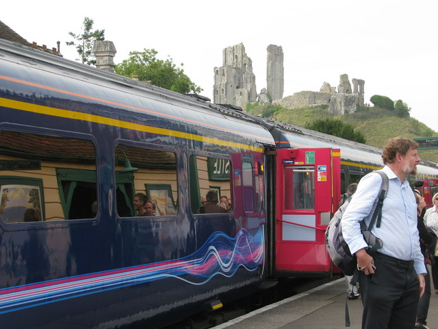 First Great Western HST visits Corfe Castle station