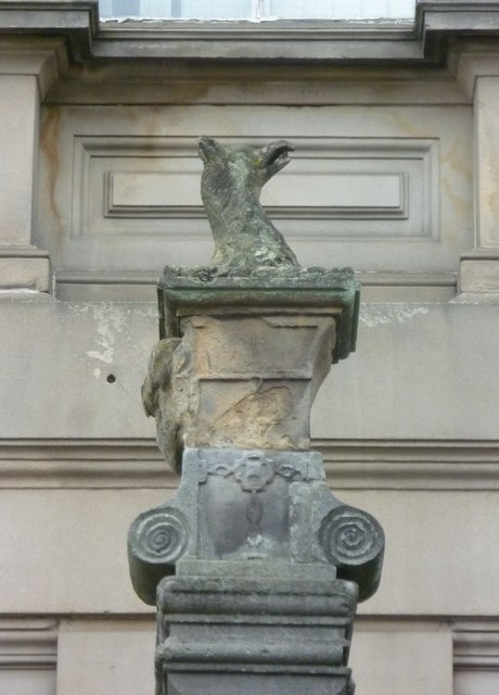Griffin on the Cross, Bank Street
