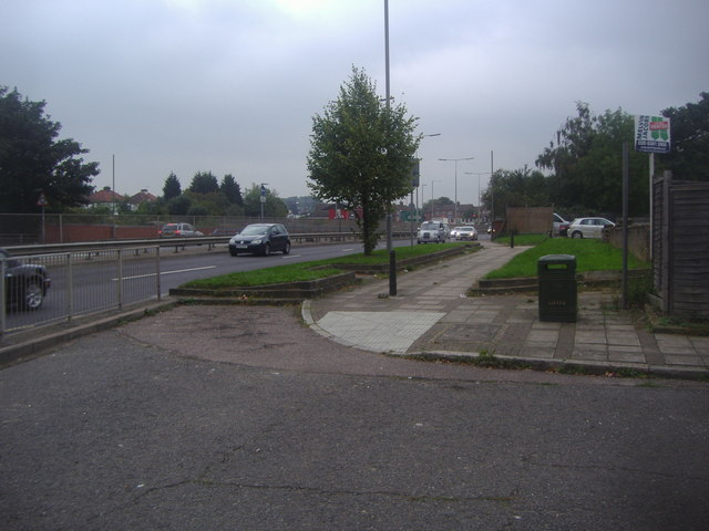 The A41 at the end of Oakfield Gardens