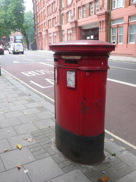 London: postbox № EC1 109, Rosebery Avenue