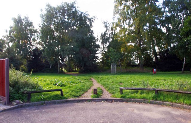 Path from the end of Imber Road, Spennells, Kidderminster