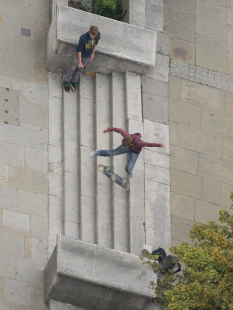 City of London: skateboarders in St. Paul's Churchyard