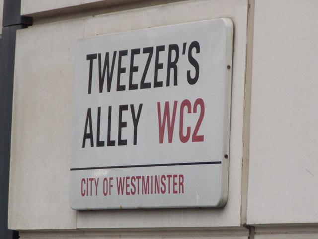London: Tweezer's Alley sign