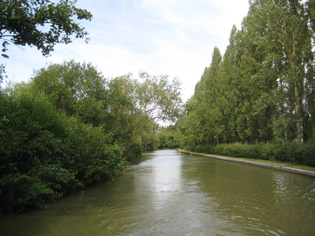 Grand Union Canal: Reach in Woughton on the Green