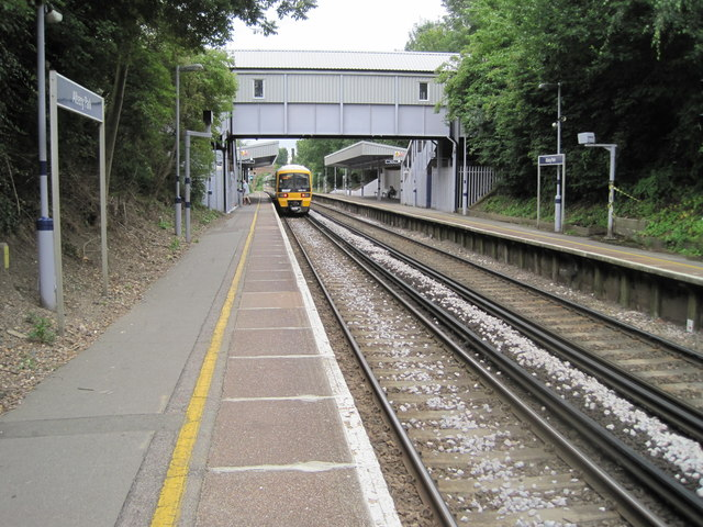 Albany Park railway station, Greater London
