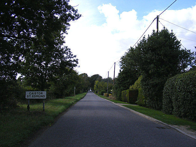 Entering Caistor St.Edmund on Caistor Lane