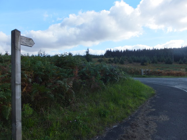 Footpath and road to Elf Kirk Viewpoint