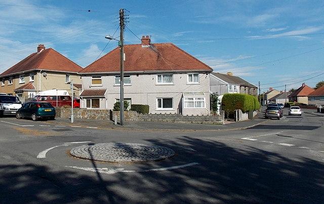 Mini-roundabout near Gorseinon Hospital