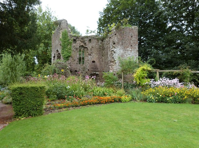 Ruins of Old Tiverton Castle