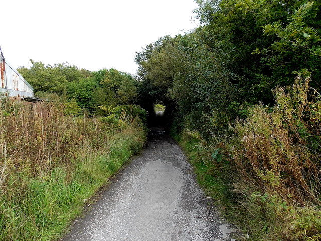 Path beyond the eastern end of Station Road Grovesend