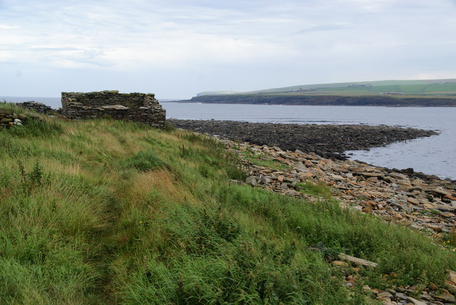 Derelict barn by the Bay of Skaill