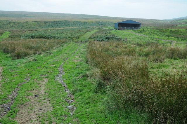Barn near Nant y Llyn Mawr