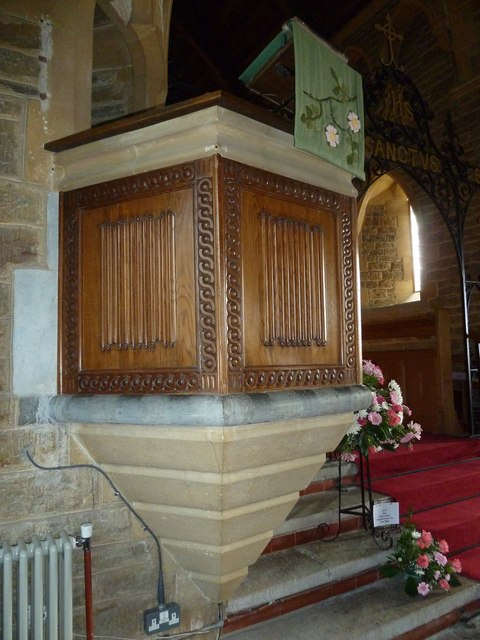 Holy Trinity New Church, Bothenhampton: pulpit