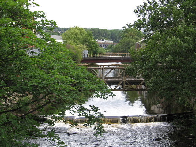 Stalybridge - River Tame NE of canal aqueduct