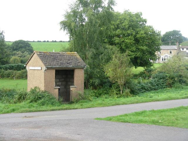 Bus shelter at Clockhouse Tump